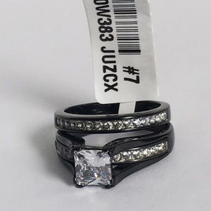 NEW WOMENS RING SET RING SIZE 7